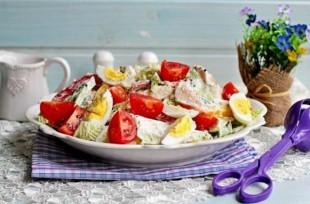 Салат с куриной грудкой, овощами и йогуртом - рецепт приготовления