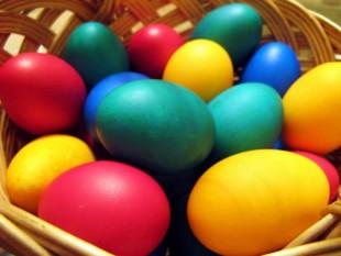 Красим яйца натуральными способами