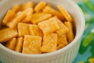 """Сырные крекеры """"Квадратики"""" - рецепт приготовления"""