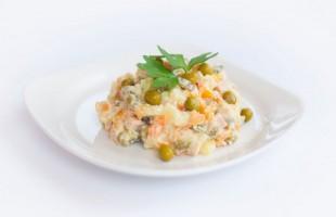 """Салат """"Купеческий"""" со свининой - рецепт приготовления"""