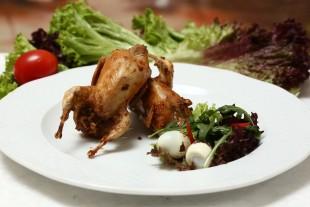 Перепела, фаршированные гречкой и беконом  - рецепт приготовления
