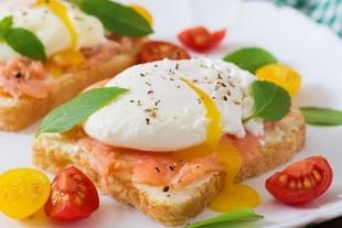 Сэндвич с лососем и яйцом - рецепт приготовления
